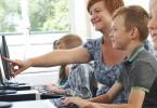 Een mediacoach helpt bij mediawijsheid in onderwijs, bibliotheek en zorg